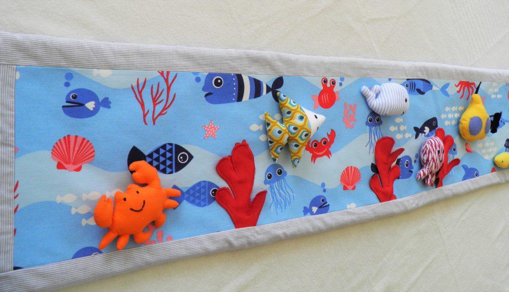 au-fond-de -la-mer-tapis-a-histoires-raconte-tapis-poisson-baleine-poulpe-sous-marin-crabe-fileuse-d-histoires-comptines